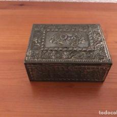 Cajas y cajitas metálicas: CAJA EN METAL REPUJADO. Lote 124234644