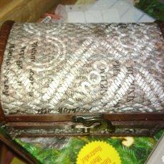 Cajas y cajitas metálicas: CAJA FORMA DE BAUL. Lote 124928700