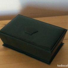 Cajas y cajitas metálicas: CAJA COSTURERO PIEL AÑOS 70. Lote 127847239