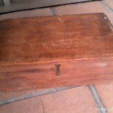 Cajas y cajitas metálicas: ANTIGUA CAJA DE CAUDALES DE MADERA MIDE 40X23 VER FOTOS EXTRAS. Lote 127950519