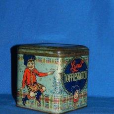 Cajas y cajitas metálicas: (BF) CAJA LITOGRAFICA ANTIGUA - LYONS TOFFIESKOTCH , LONDON 10'5X10'5X11'5 CM, SEÑALES DE USO. Lote 128012367