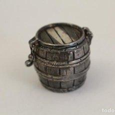 Cajas y cajitas metálicas: CAJITA PASTILLERO TONEL EN PLATA DE LEY. Lote 128401059