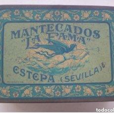 Cajas y cajitas metálicas: ANTIGUA CAJA DE METAL DE MANTECADOS LA FAMA . ESTEPA ( SEVILLA ): ROSCOS DE VINO, ALFAJORES, ETC.. Lote 129943603