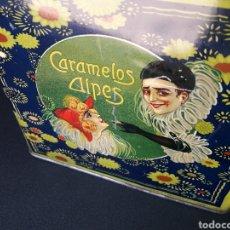 Cajas y cajitas metálicas: CAJA LATA PUBLICIDAD CARAMELOS ALPES PIERROT GOURMAND 20 X 20 CM APROX. Lote 130114396