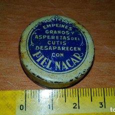 Cajas y cajitas metálicas: EMPEINES, GRANOS Y ASPEREZAS DEL CUTIS DESAPARECEN CON (PIEL NACAR) - IMPUESTO DE LUJO DE JAÉN. Lote 130390346