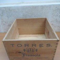 Cajas y cajitas metálicas: CAJA DE MADERA DE VINO. TORRES FRANSOLA AÑO 1992. CAPACIDAD PARA 6 BOTELLAS.. Lote 144429148
