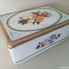 Cajas y cajitas metálicas: BONITA LATA LITOGRAFIADA DE FLORES.. Lote 130499251