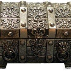 Cajas y cajitas metálicas: CAJITA COFRE O CAJA JOYERO REPUJADO MADE IN JAPAN. Lote 131182340