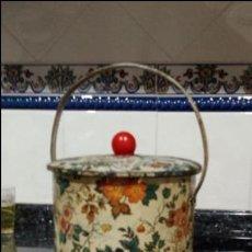 Cajas y cajitas metálicas: CAJA SEREGRAFIADA ANTIGUA CON ASA.. Lote 131599334