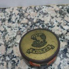 Cajas y cajitas metálicas: ANTIGUA CAJA DE BAQUELITA PELIKAN. Lote 133276986