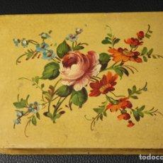 Cajas y cajitas metálicas: CAJA METALICA FRANCESA PINTADA A MANO. CON ESCENA FLORAL. CIRCA 1920. Lote 133905547