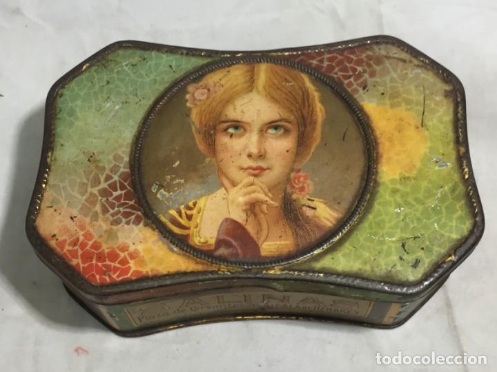 Cajas y cajitas metálicas: Caja hojalata litografiada Salinas Alcalá de Henares Imagen mujer joven rubia almendras - Foto 3 - 134317198