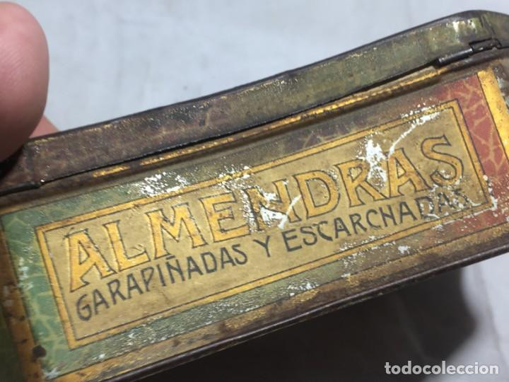 Cajas y cajitas metálicas: Caja hojalata litografiada Salinas Alcalá de Henares Imagen mujer joven rubia almendras - Foto 7 - 134317198