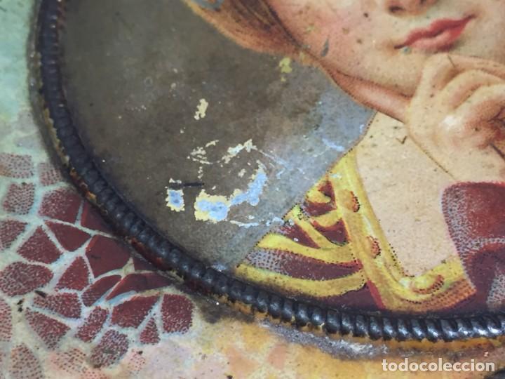 Cajas y cajitas metálicas: Caja hojalata litografiada Salinas Alcalá de Henares Imagen mujer joven rubia almendras - Foto 10 - 134317198