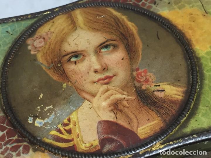 Cajas y cajitas metálicas: Caja hojalata litografiada Salinas Alcalá de Henares Imagen mujer joven rubia almendras - Foto 11 - 134317198