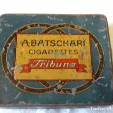Cajas y cajitas metálicas: ANTIGUA CAJITA DE CIGARRILLOS A.BATSCHARI TRIBUNA. DIMENSIONES 8,5X7X1 CM. . Lote 134321490