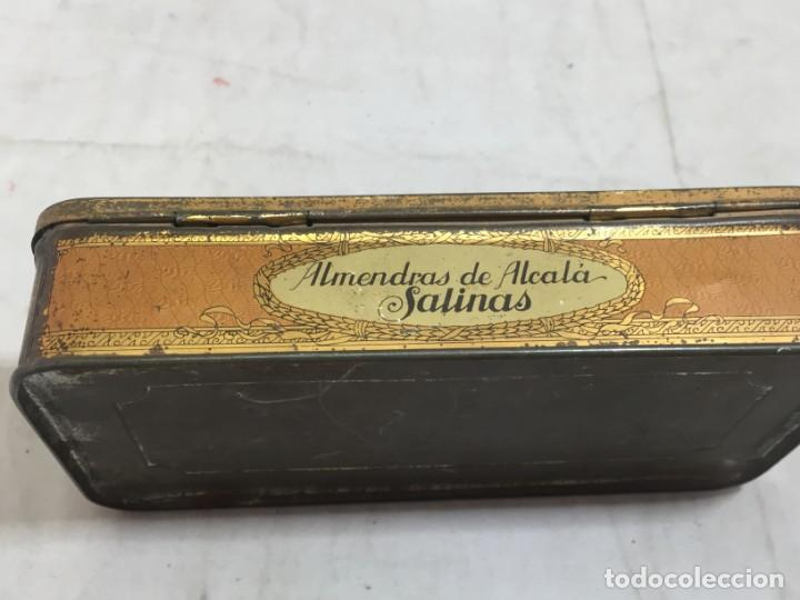 Cajas y cajitas metálicas: Caja hojalata litografiada Confitería Salinas Almendras Alcalá de Henares - Foto 4 - 134474762