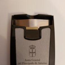 Cajas y cajitas metálicas: TARJETERO JUNTA GENERAL DEL PRINCIPADO DE ASTURIAS. Lote 134528609