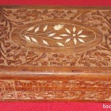 Cajas y cajitas metálicas: CAJA DE MADERA TALLADA. Lote 135193526
