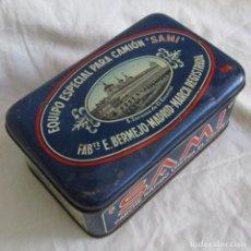 Cajas y cajitas metálicas: CAJA DE LATA EQUIPO ESPECIAL PARA CAMIONES SAMI. PARCHES ORIGINALES + 3 CAJAS PEQUEÑAS. Lote 135343078