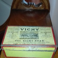 Cajas y cajitas metálicas: CAJA METÁLICA DE VICHY. Lote 135855775