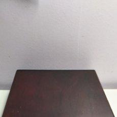 Cajas y cajitas metálicas: CAJA DE MADERA CON CIERRE METÁLICO. PUBLICIDAD DE LA CAIXA. BANCO. Lote 267469799