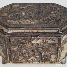Cajas y cajitas metálicas: CAJA JOYERO. METAL PLATEADO. ESTAMPADO CON ESCENAS CLÁSICAS. SIGLO XIX-XX. . Lote 136469162
