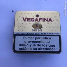 Cajas y cajitas metálicas: CAJA METÁLICA DE TABACO VEGAFINA. Lote 137136546