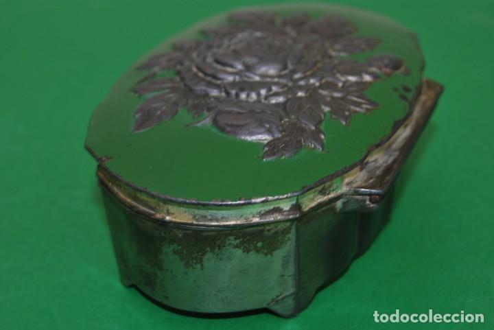 Cajas y cajitas metálicas: CAJA DE ESTAÑO - DECORACIÓN FLORAL - INTERIOR EN TELA - JOYERO - ALHAJERO - CAJITA - Foto 4 - 139078266