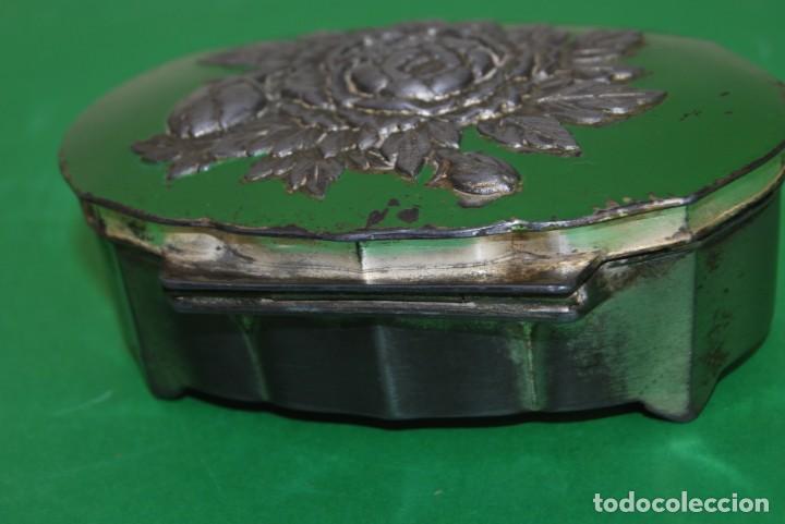 Cajas y cajitas metálicas: CAJA DE ESTAÑO - DECORACIÓN FLORAL - INTERIOR EN TELA - JOYERO - ALHAJERO - CAJITA - Foto 5 - 139078266