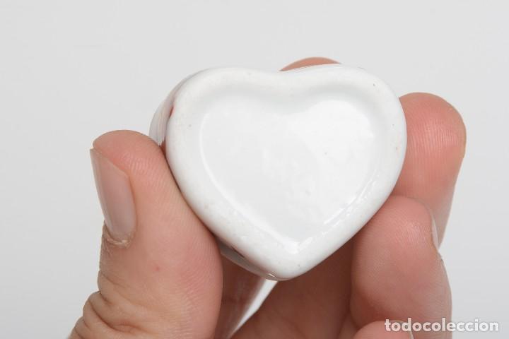 Cajas y cajitas metálicas: Cajita de porcelana en forma de corazón, pastillero, cajita decorativa - Foto 10 - 139861950
