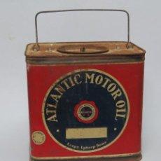 Cajas y cajitas metálicas: LATA DE ACEITE. ATLANTIC MOTOR OIL. CON ASA. AÑOS 30-40. Lote 140885234