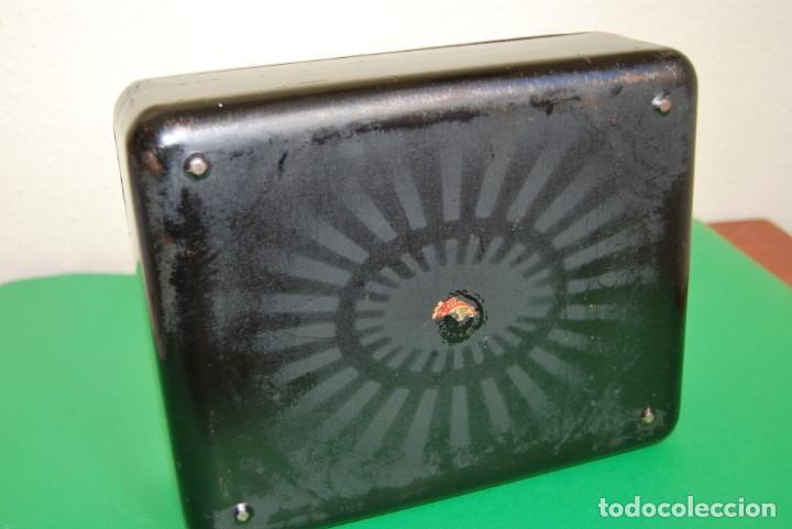 Cajas y cajitas metálicas: CAJA DE CAUDALES - CAJA DE SEGURIDAD METÁLICA - BANDEJA INTERIOR - AÑOS 20-30 - Foto 9 - 140984878