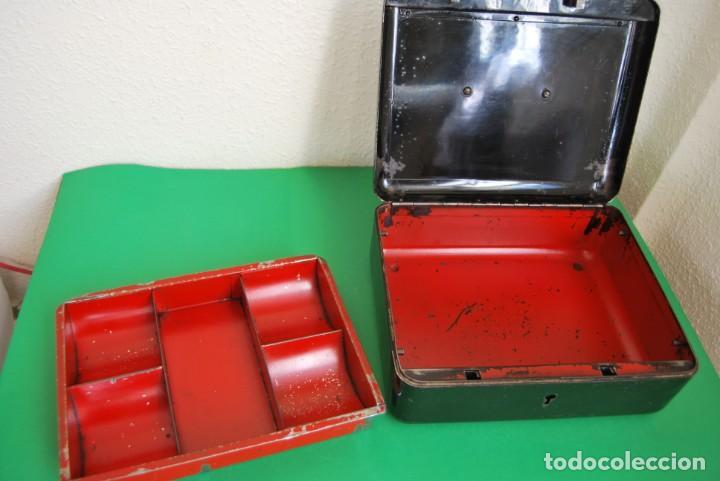 Cajas y cajitas metálicas: CAJA DE CAUDALES - CAJA DE SEGURIDAD METÁLICA - BANDEJA INTERIOR - AÑOS 20-30 - Foto 16 - 140984878