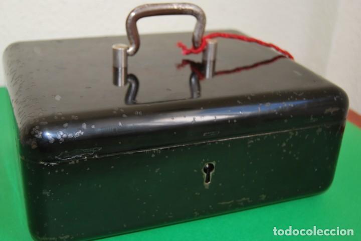 Cajas y cajitas metálicas: CAJA DE CAUDALES - CAJA DE SEGURIDAD METÁLICA - BANDEJA INTERIOR - AÑOS 20-30 - Foto 22 - 140984878