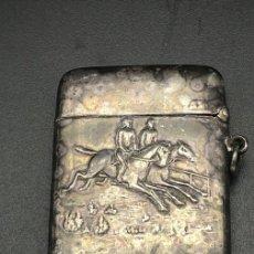 Cajas y cajitas metálicas: CERILLERO, MISTERA, CAJA DE CERILLAS METÁLICA Y PLATEADA. Lote 222680342