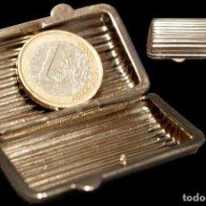 Cajas y cajitas metálicas: ANTIGUA CAJITA METALICA EN MINIATURA CON FORMA DE PITILLERA. Lote 142649958