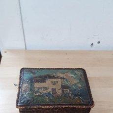Cajas y cajitas metálicas: CAJA DE MADERA FORRADA DE CUERO. Lote 145840118