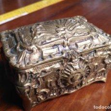 Cajas y cajitas metálicas: ANTIGUA CAJA COFRE JOYERO BRONCE MACIZO INTERIOR TERCIOPELO . Lote 146203646