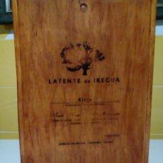 Cajas y cajitas metálicas: ANTIGUA CAJA DE MADERA PARA TRES BOTELLAS DE VINO. Lote 147090734