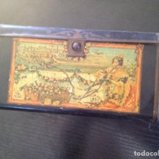 Cajas y cajitas metálicas: ANTIGUO CABAS DE HOJALATA LITOGRAFIADA CON PUBLICIDAD DE M.C.. Lote 147592570
