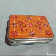 Cajas y cajitas metálicas: CAJA DE LATA,DIBUJO ETNICO.. Lote 151326230