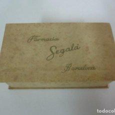 Boîtes et petites boîtes métalliques: ANTIGUA CAJA DE CARTÓN - FARMACIA SEGALÁ, BARCELONA - PRINCIPIOS S. XX. Lote 151407934