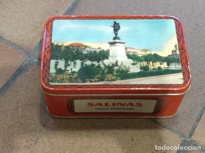 ANTIGUA CAJA DE HOJALATA LITOGRAFIADA CON PUBLICIDAD DE ALMENDRAS SALINAS - ALCALA DE HENARES (Coleccionismo - Cajas y Cajitas Metálicas)