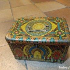 Cajas y cajitas metálicas: CAJA DE HOJALATA ESTUCHE O CABÁS CON ASA Y CIERRE DECORACIÓN ÁRABE MEZQUITA . Lote 154008606