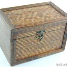 Cajas y cajitas metálicas: BONITA CAJA COFRE DE MADERA EXCELENTE DECORACIÓN O USO. Lote 156559362