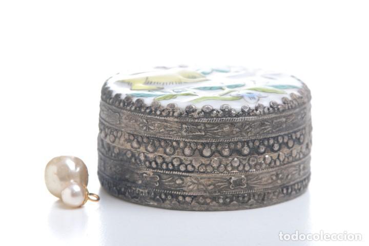 Cajas y cajitas metálicas: Caja vintage con espejo, caja porcelana, caja rapé, pastillero, caja asiática, caja étnica, caja ani - Foto 3 - 158129466