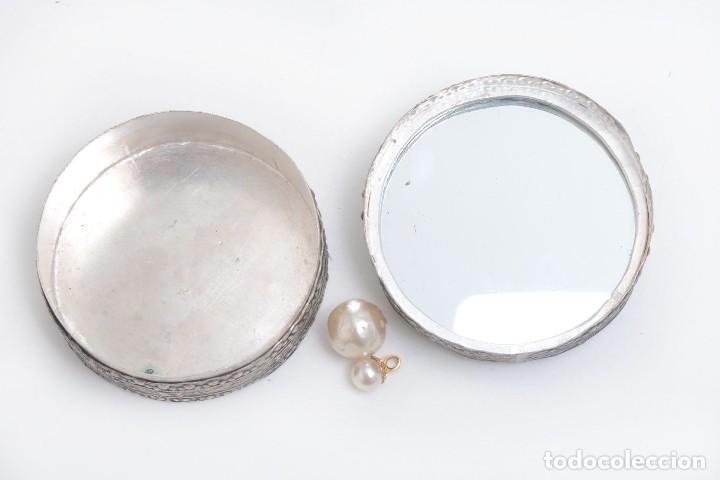 Cajas y cajitas metálicas: Caja vintage con espejo, caja porcelana, caja rapé, pastillero, caja asiática, caja étnica, caja ani - Foto 5 - 158129466