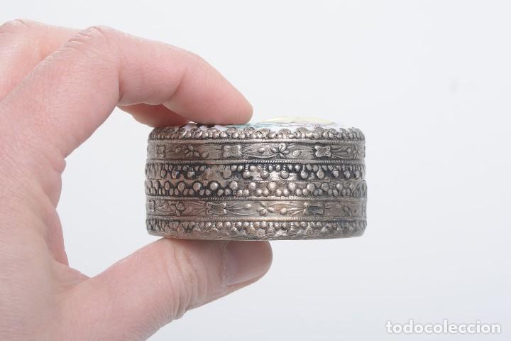 Cajas y cajitas metálicas: Caja vintage con espejo, caja porcelana, caja rapé, pastillero, caja asiática, caja étnica, caja ani - Foto 7 - 158129466
