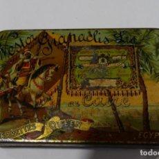 Cajas y cajitas metálicas: CAJA LITOGRAFIADA DE HOJALATA DE NESTOR GIANACLIS LID AU CAIRE CIGARETTES QUEEN EGYPTE. Lote 159108754